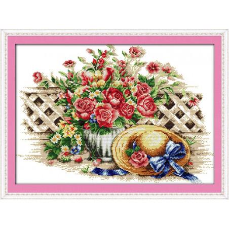 Kapelusz w słodkie kwiaty