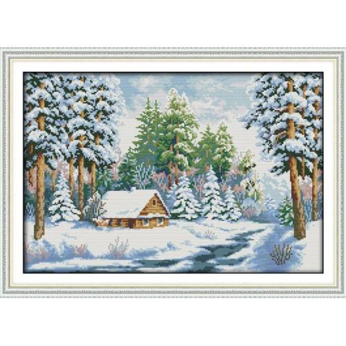 Zimowy domek w lesie