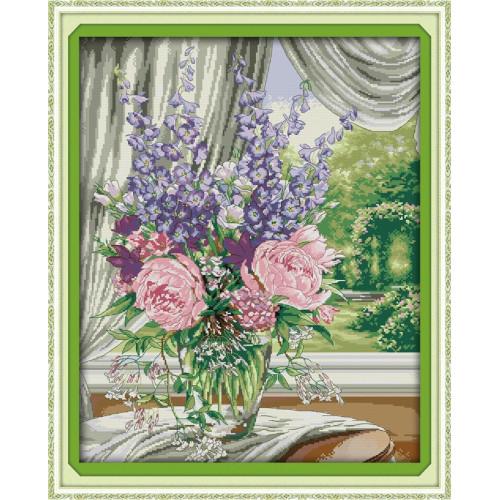 Kwiaty przy oknie
